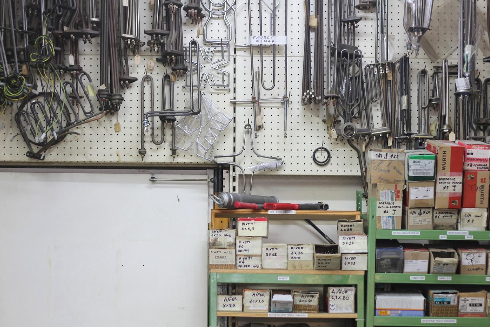 Pezzi di ricambio nella nostra officina riparazioni attrezzature professionali a Grosseto